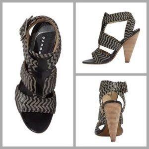 TROUVE Chevron Stripe Strappy Block Heel Sandal 10